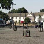 Plaza con monumento recordatorio a las víctimas del genocidio nazi