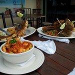 Chuletas Kan Kan y mofongo relleno de camarones!