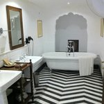 Bathroom room 124 (other side)
