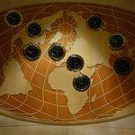 ロビー裏にある世界時計