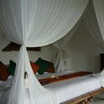huge canopied bed