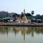 tempio sul lago