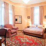 Photo of Lion's Castle Hotel