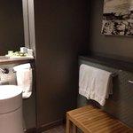 King 11th floor bathroom. Vanity and bench.