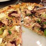 Pizza foie gras, pignons et chèvre à tomber