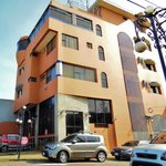Un edificio moderno, cómodo y muy bien cuidado