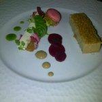entrée : lingot de foie gras de canard, panacotta de litchi, macaron au chutnet d ananas à la co