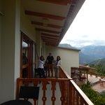 Todas las habitaciones tienen balcón.