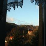 Morgendlicher Blick aus dem Zimmer auf das Kirchlein von Altenbrak
