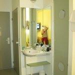 Il bagno IN camera (sulla destra la porta della doccia)