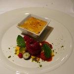 dessert creme brûlée with berries
