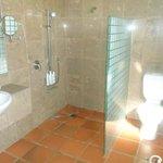 suite C bathroom