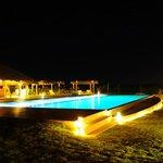 Segunda área de piscina do hotel, com bar exclusivo