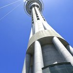 El Sky Tower a una cuadra