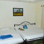 Одна из спален с дополнительной кроватью для ребенка
