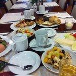 Kahvaltı menusü çok geniş..