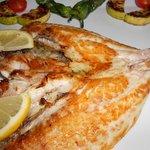 Nuestros pescados siempre frescos y sabrosos....