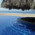 2ième piscine animée avec bar