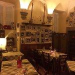 """Sala """"vecchia osteria"""", dettaglio. La sala principale è simile per arredamento e vettovaglie ma"""