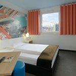 B&B Hotel Böblingen - Zimmer mit französischem Bett