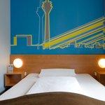 B&B Hotel Düsseldorf-Hbf - Zimmer mit französischem Bett
