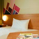 B&B Hotel Düsseldorf-Airport - Zimmer mit französischem Bett