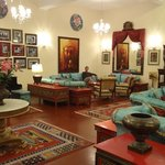 Elgin Nor-Khill lounge