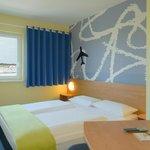 B&B Hotel Frankfurt-Hahn Airport - Zimmer mit französischem Bett
