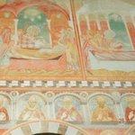 Affreschi:deposizione dei SS.Pietro e Paoloe ritratti dei Pontefici