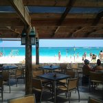 Vista a la playa desde uno de los restaurantes