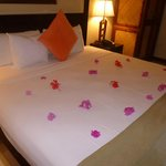 Bed on arrival decorated with fresh flowers