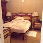 bedroom room 525