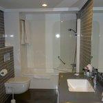 moderne praktische badkamer