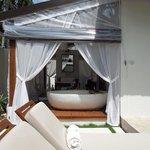 Pool villa - outside bathroom