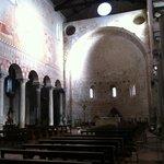 Basilica romanica di San Piero a Grado, interno