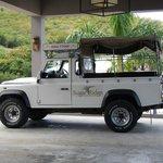 Le Jeep qui nous apporte aux plages
