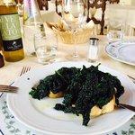 Cavolo nero - черная капуста с чесночком и свежим маслом на поджаренном хлебе