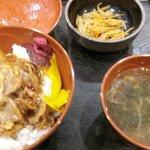 夕食(無料)の「スタミナ丼」
