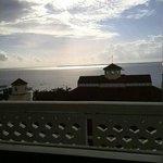 部屋からの景色です。こちらで朝食のルームサービスを食べました。