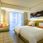 HARRIS Room at HARRIS Raya Kuta, Twin beds
