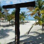douche exterieur de l'hôtel donnant sur la plage