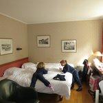 la camera dalla porta di entrata. a destra della foto il letto a castello