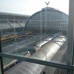 vu sur la gare, on passe au dessus pour acceder à notre chambre