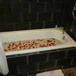 Bañera con petalos