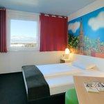 B&B Hotel Freiburg-Süd - Zimmer mit französischem Bett