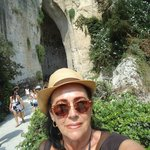 Ao fundo , entrada da Orelha de Dionísio
