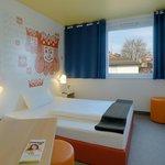 B&B Hotel Kaiserslautern - Zimmer mit französischem Bett