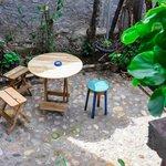 Area descanso parte atras del hostel