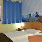 B&B Hotel München-Airport - Zimmer mit französischem Bett