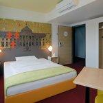 B&B Hotel Wiesbaden - Zimmer mit französischem Bett